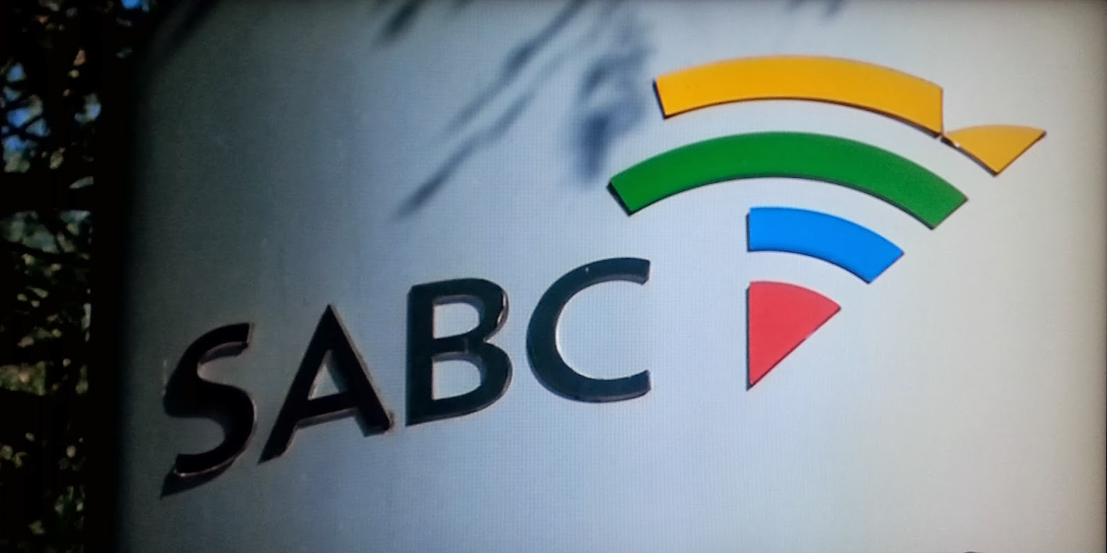 SABC has no money to pay legal fees owed to the DA for Hlaudi cases