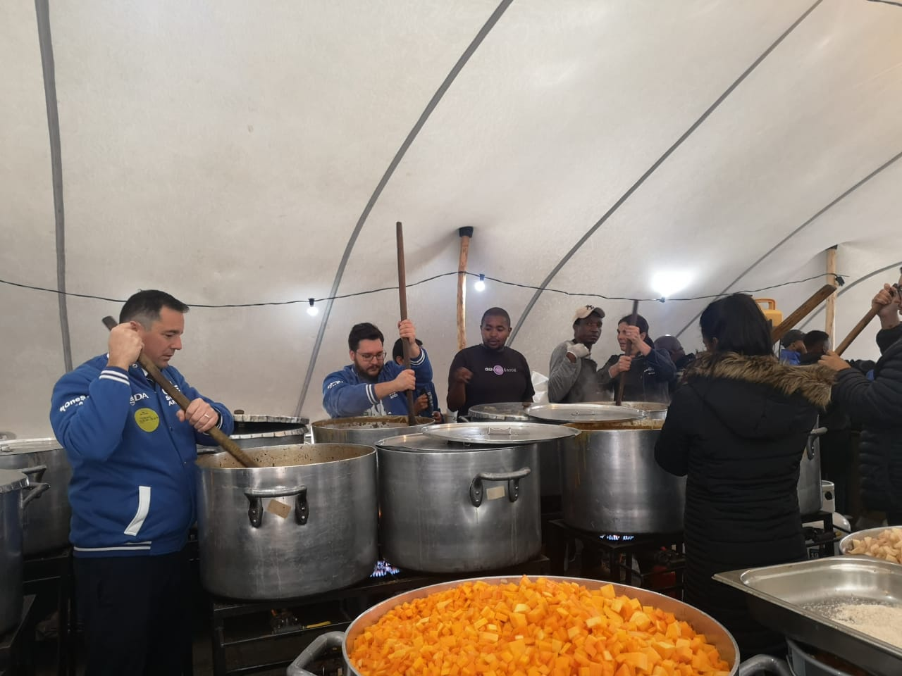 DA MPs give their 67 minutes for Mandela Day