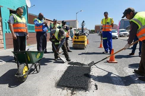 Executive Mayor Dan Plato fills the gaps with launch of pothole repair campaign