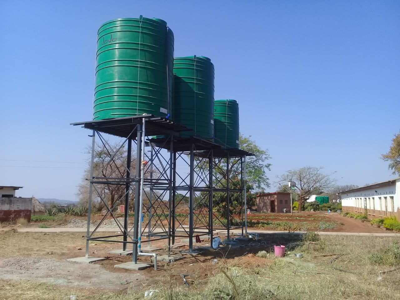 Hundreds of schools still waiting for water tanks from Rand Water
