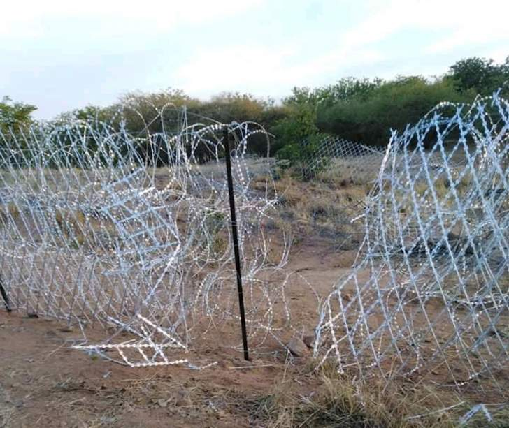De Lille's border fence not even a washing line anymore: Defence Minister must urgently prioritise our borders