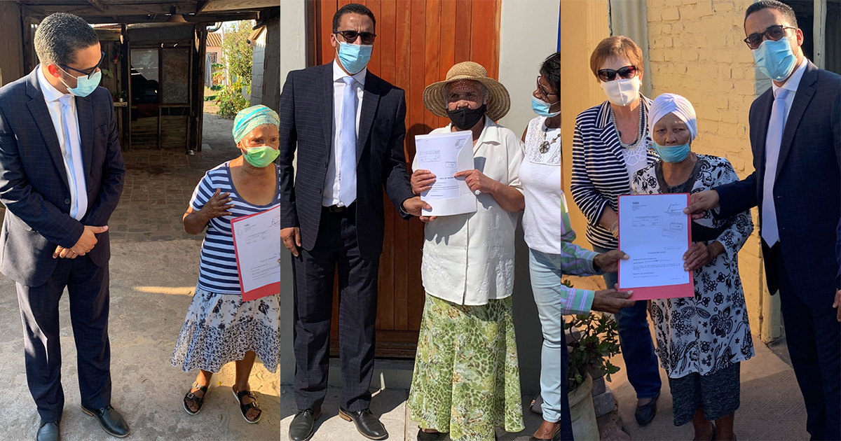 Minister Simmers hands over title deeds and serviced sites during West Coast District visit