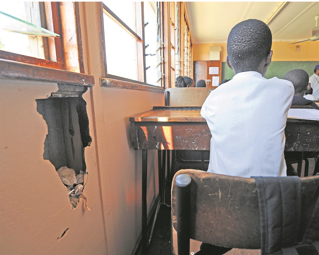 Gauteng Department of Education has no plan to completely eradicate asbestos schools
